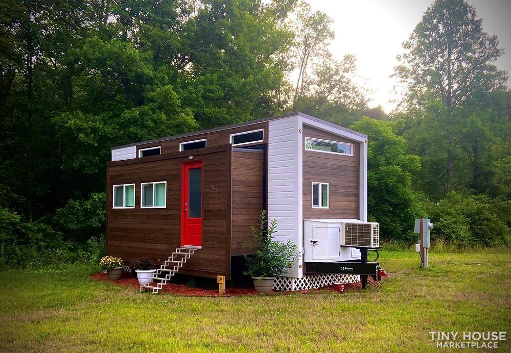 Slide out tiny house